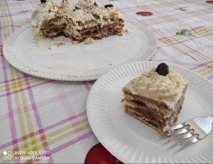 fetta e interno della torta di biscotti