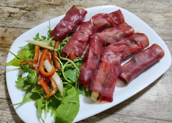 Involtini di bresaola con verdure ricetta leggera